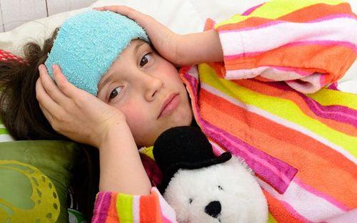 Что за напасть: у ребенка сильно болит голова